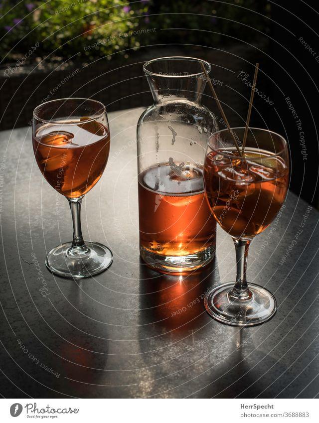 Zeit für einen Aperitif Getränk Cocktail Glas Alkohol Sommer Bar Eiswürfel Aperol Spritz Spirituosen Feste & Feiern Longdrink trinken genießen Nachtleben