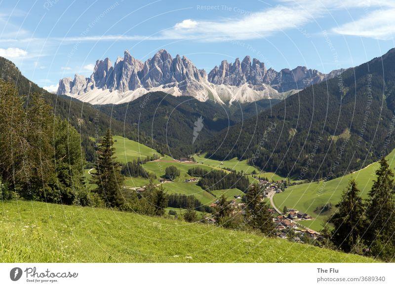 Geislergruppe in den Dolomiten Geislerspitzen Sass Rigais Villnöss Villnösstal Berge u. Gebirge Alpen Gipfel Landschaft Farbfoto Natur Außenaufnahme