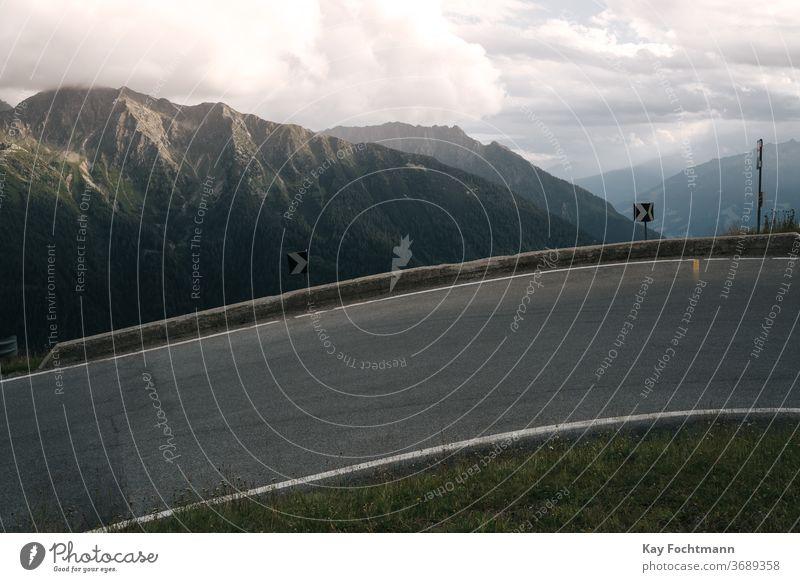 serpentinenreiche Bergstraße mit Gebirgskette Abenteuer alpin Alpen Kurve gefährlich Ausflugsziel Dolomiten Umwelt Europa hoch wandern Landschaft
