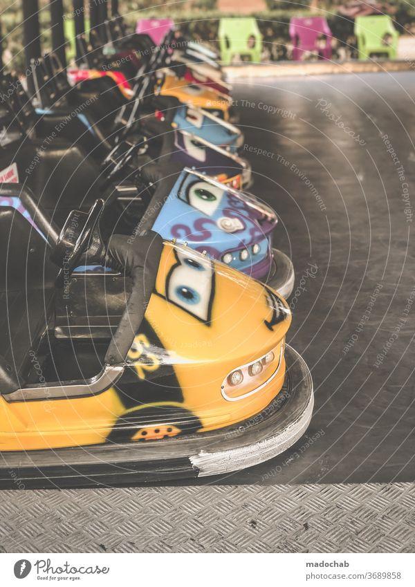 Autoscooter Rummel Jahrmarkt Freizeit & Hobby Spaß Fahrgeschäft Menschenleer Farbfoto Schausteller Fahrgeschäfte Feste & Feiern Vergnügungspark Kindheit Freude