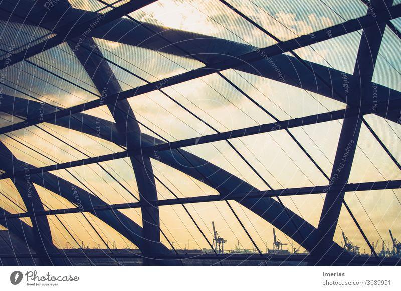 Sicht auf dem Hafen durch die Kuppel des Bahnhof Elbbrücken kuppel hamburg elbbrücken elbbruecken hamburgerha Kran Elbe Wasser Schifffahrt Hafenstadt