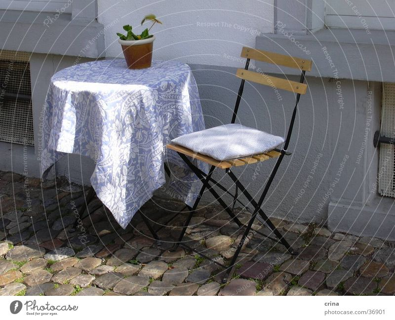 sonnige Idylle weiß Sonne blau ruhig Tisch Pause Stuhl Freizeit & Hobby Idylle