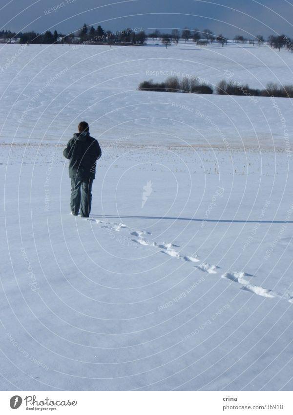 Allein weiß Mann Schnee blau Spuren Einsamkeit