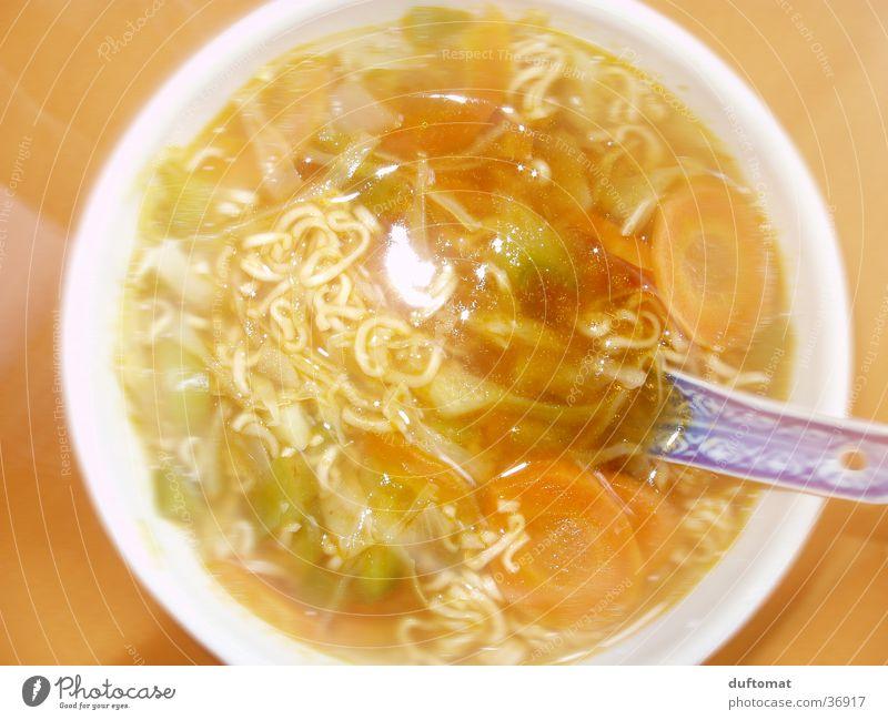 Kein Salz in der Suppe Ernährung orange heiß China Gemüse Überbelichtung Chinesisch Querformat geblitzt Nudelsuppe
