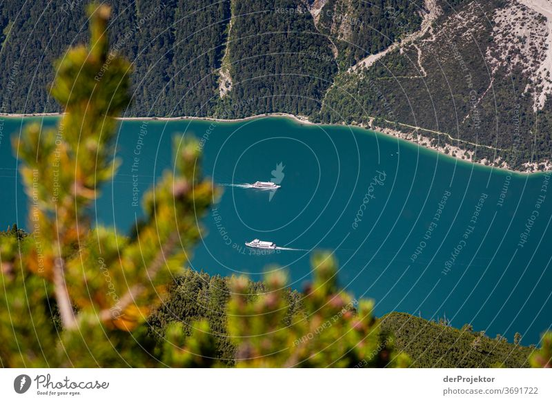 Schiffahrt am Achensee Natur Naturschutzgebiet anstrengen Umwelt Mut Beginn Berge u. Gebirge wandern Farbfoto Textfreiraum rechts Schatten Sonnenlicht