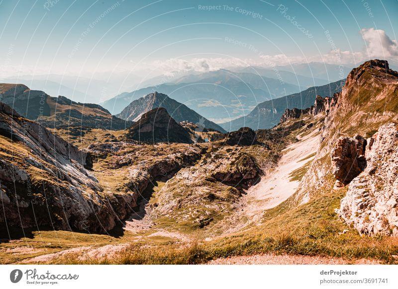 Wandern am Achensee Natur Naturschutzgebiet anstrengen Umwelt Mut Beginn Berge u. Gebirge wandern Farbfoto Textfreiraum rechts Schatten Sonnenlicht