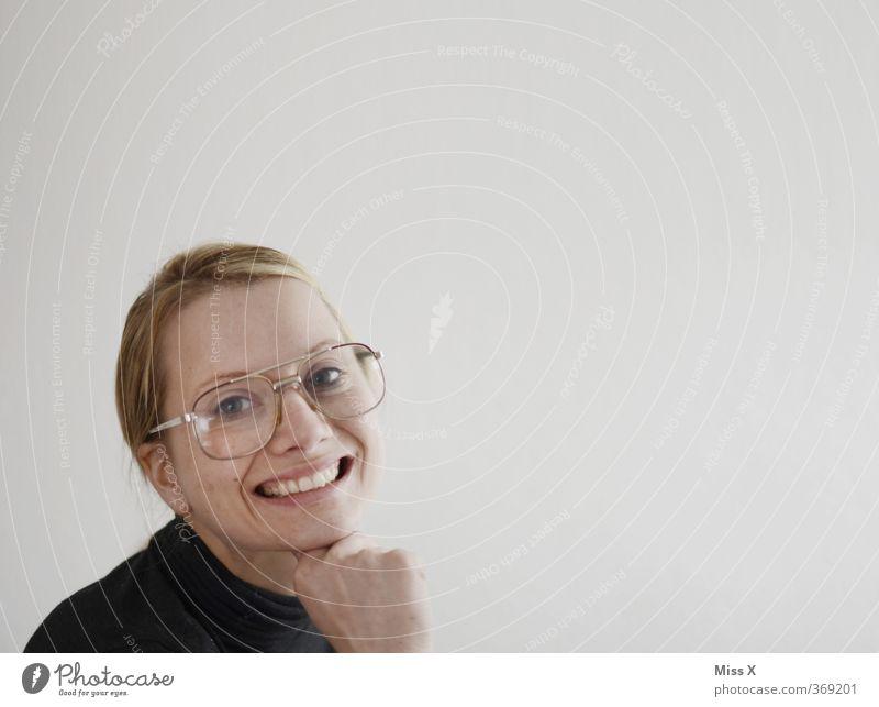 weiblich, sexy, sucht...Freiwillige vor Flirten Mensch feminin Frau Erwachsene 1 18-30 Jahre Jugendliche Brille blond Lächeln lachen gruselig hässlich nerdig
