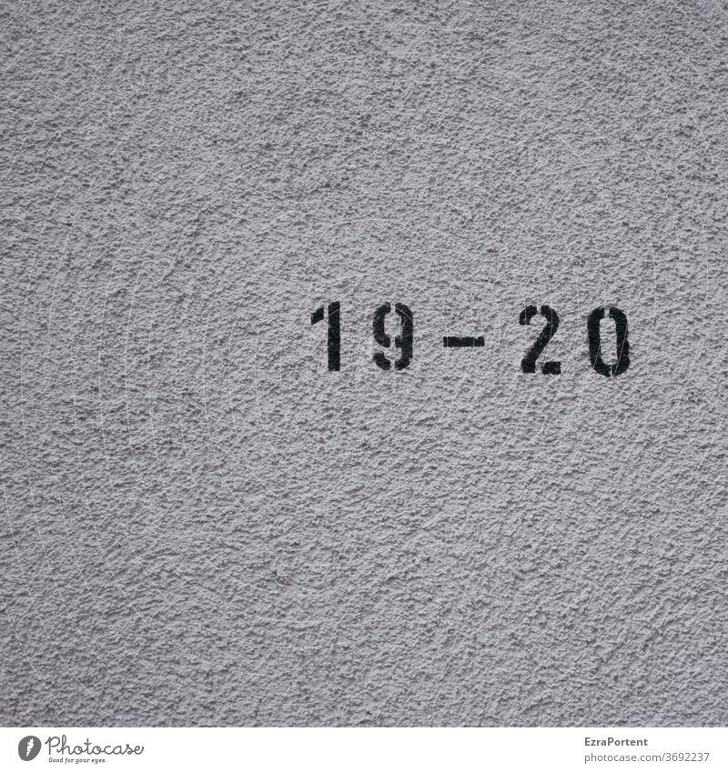19 - 20 Zahl Nummer Wand Mauer Geburtstag Hausnummer Putzfassade Ziffern & Zahlen Zeichen Schilder & Markierungen Fassade Textfreiraum unten