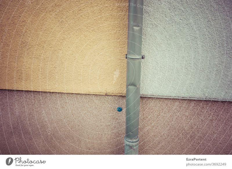 -|- Dachrinne Fallrohr Wand Fassade Mauer Delle Linie Linien Putz Gebäude Strukturen & Formen abstrakt graphisch grau gelb Haus Menschenleer