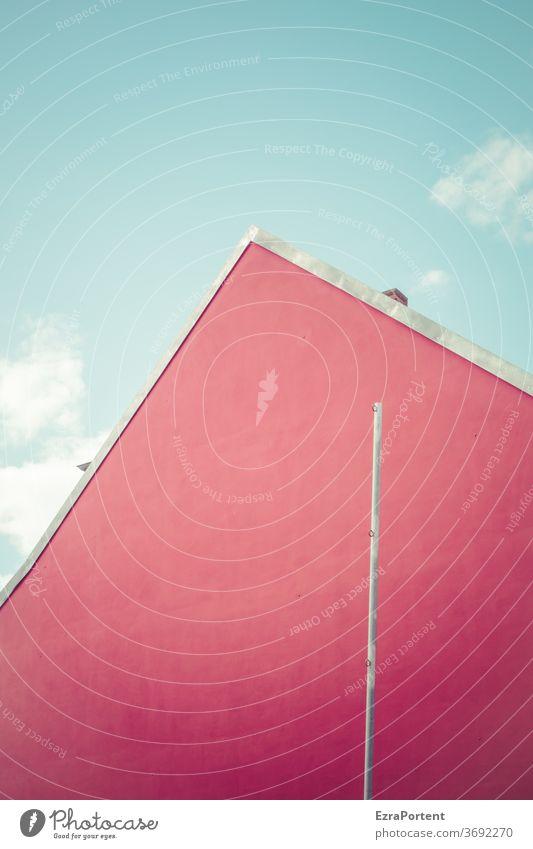 Fensterbaufirma Fassade rot Haus Mast Himmel Wolken blau Dreieck Giebel Giebelseite Architektur Menschenleer Bauwerk Wand Mauer Textfreiraum Fläche graphisch