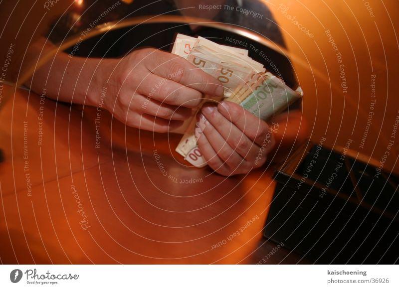 Geldcatcher Mensch mehrere viele Anlegestelle zählen Kasse