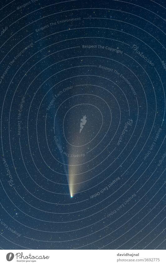 Der Komet C/2020 F3 (NEOWISE), fotografiert am 21. Juli 2020 vom Grünstadter Berg aus. Bemerkung C/2020 F3 (NEOWISE) neowise Sternbild Nacht Dämmerung Koma