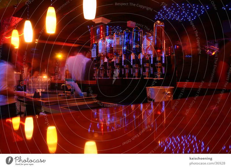 Barbusiness Leben Party Getränk Bar Club Flasche Anlegestelle Foyer Bremen hängend