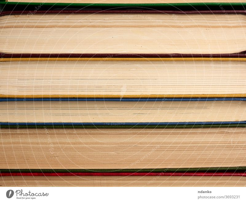 Stapel verschiedener Bücher, abstrakter Hintergrund Buch Wissen Information Papier lernen Textur lesen Bibliothek Literatur Bildung forschen Universität