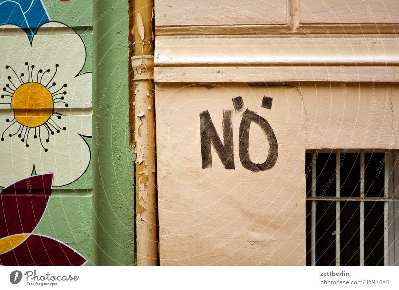 Nö. beschriftung botschaft design farbe graffiti grafitti grafitto mauer message negation nein nö tagg typo typografie vandalismus verneinung wand wort blume