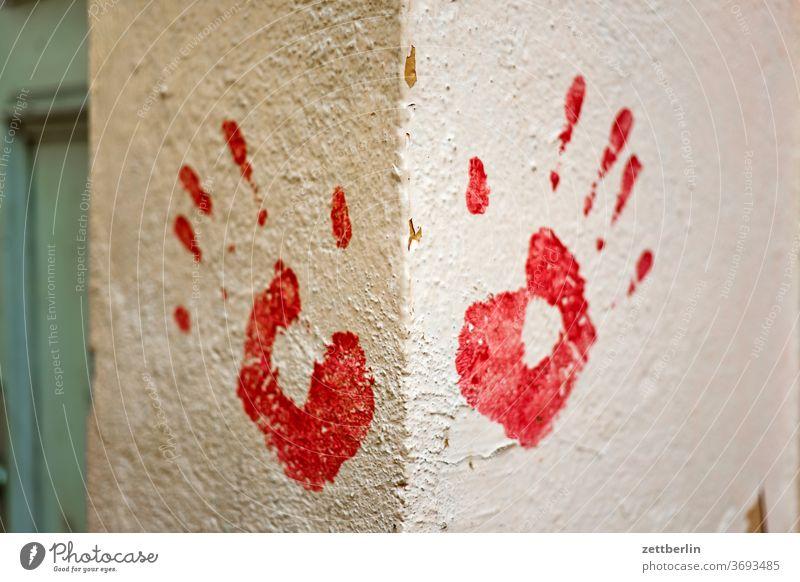 Handabdruck, rechts und links BIOMETRISCHE DATEN beschriftung biometrie botschaft daten datenschutz design dsgvo farbe fingerabdruck graffiti grafitti grafitto
