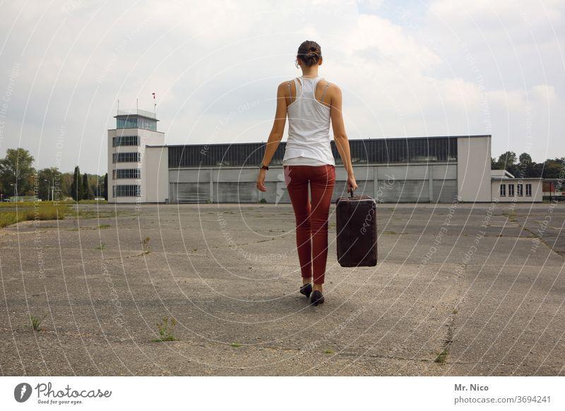 kommen und gehen Koffer Flughafen Ferien & Urlaub & Reisen Gepäck Tourist Reisender tragen Gebäude Flugplatz Passagier Asphalt Ankunft Hangar Urlaubsstimmung