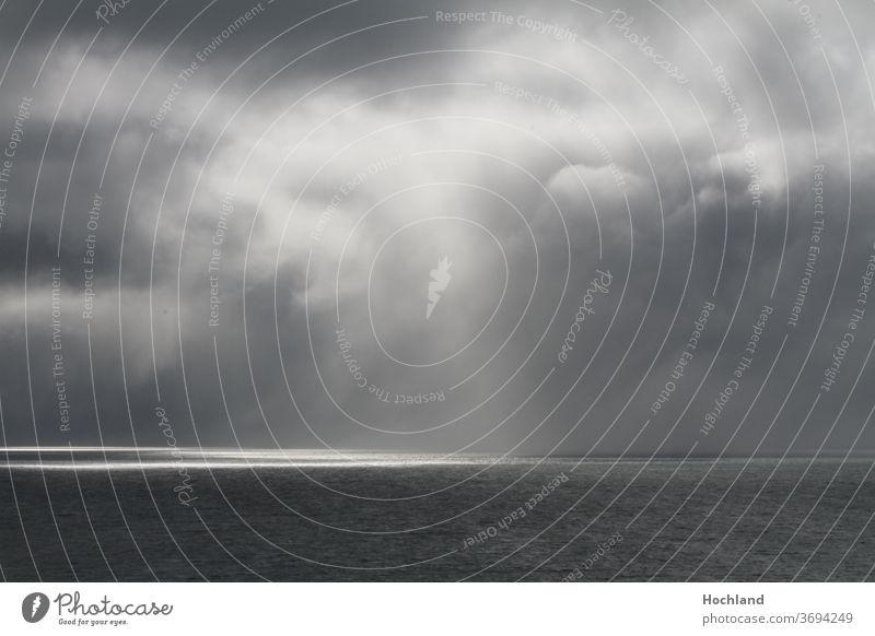 Sonnenstrahl im Nordmeer Kampf Dunkel Hoffnung Noah Einsamkeit Naturspiel Gewitter Stil Gerhard Richter Lichtstrahl Meer Wolken Wind Sonne