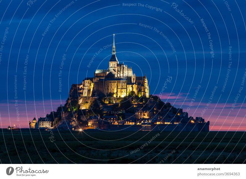 Le Mont St. Michel bei Nacht Frankreich Bretagne Sommer blau Urlaub Reise Ferien Erlebnis Sightseeing Außenaufnahme Tourismus Ferien & Urlaub & Reisen Kirche