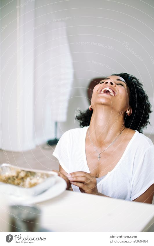 Spaß feminin 1 Mensch 18-30 Jahre Jugendliche Erwachsene lachen authentisch Fröhlichkeit Glück schön lustig natürlich verrückt Freude Lebensfreude Freundschaft