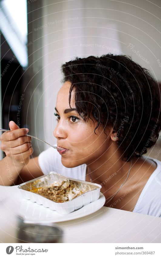 Essen Mensch Jugendliche schön Erwachsene 18-30 Jahre feminin Gesunde Ernährung Glück Gesundheit Lebensmittel Zufriedenheit Häusliches Leben Studium genießen