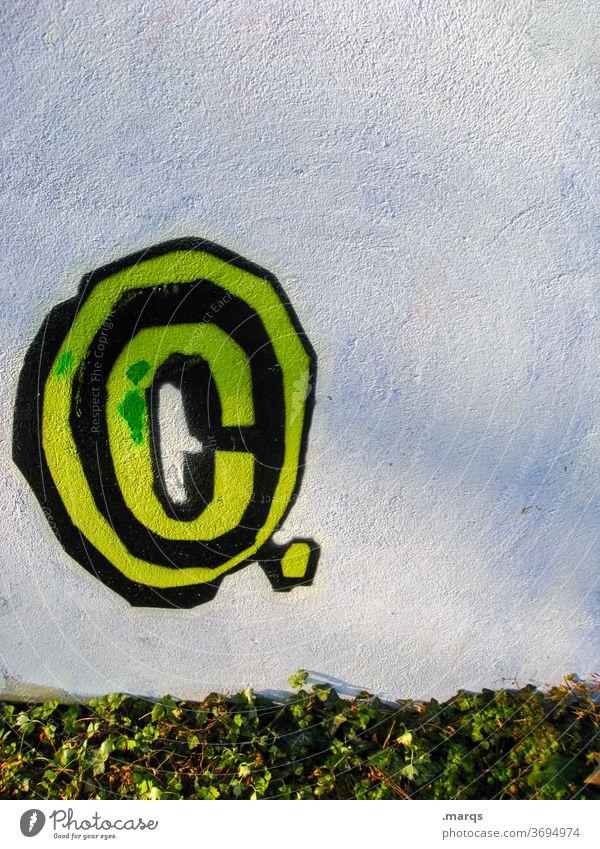c buchstabe c Wand weiß gelb grün Pflanze Copyright Symbole & Metaphern Graffiti Schriftzeichen kopie