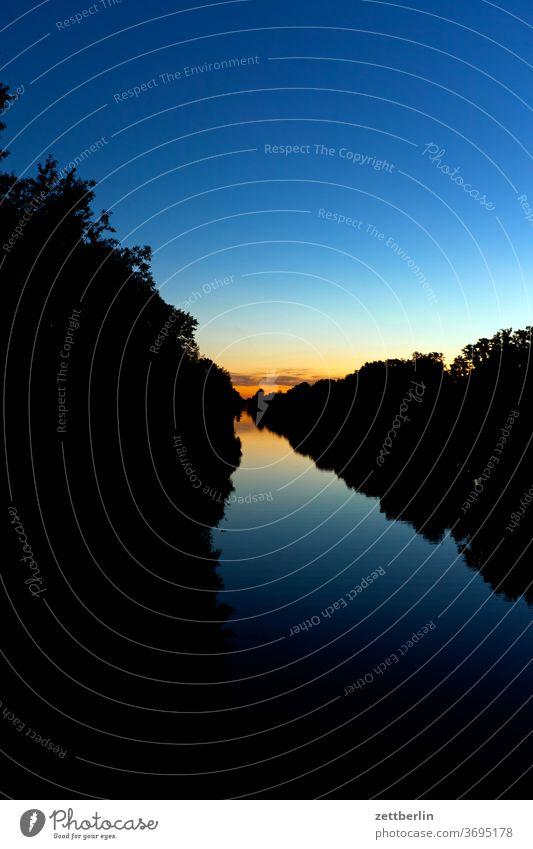 Sommerabend am Hohenzollernkanal feierabend himmel abendhimmel sommerabend farbverlauf spektrum farbspektrum hohenzollernkanal berliner schifffahrtskanal still