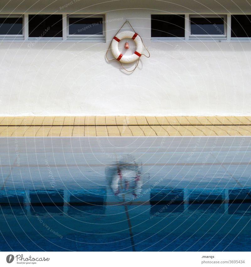 Rettungsring Wasserspiegelung Wand Beckenrand Wasseroberfläche Reflexion & Spiegelung Fenster Schwimmbad Sport Freizeit & Hobby Freibad Hilfe