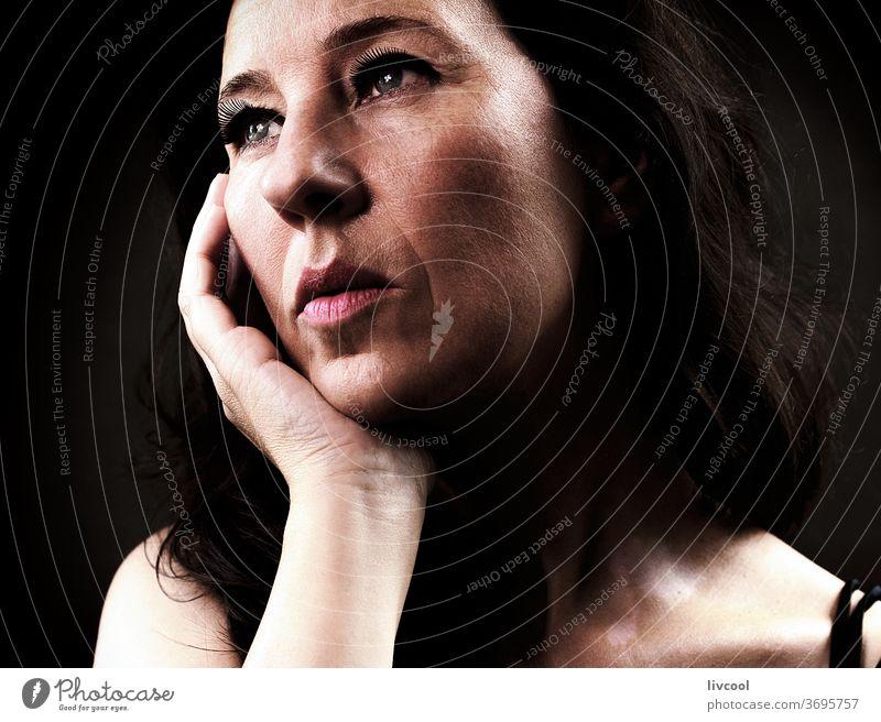 attraktive reife frau , spanien - europa Porträt schön Reife Frau Menschen romantisch romantische Haltung Hand braun eine Person Erwachsensein Lifestyle