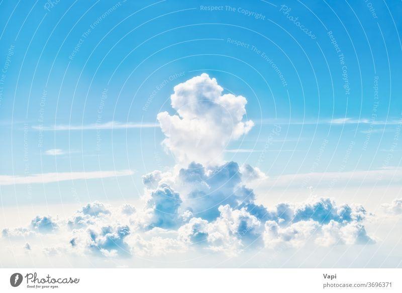 blauer Himmel mit weißen Wolken Cloud Natur Hintergrund Wolkenlandschaft Antenne Licht Farbe schön Tag hoch Kumulus Wetter Sonnenlicht Sommer Schönheit Air