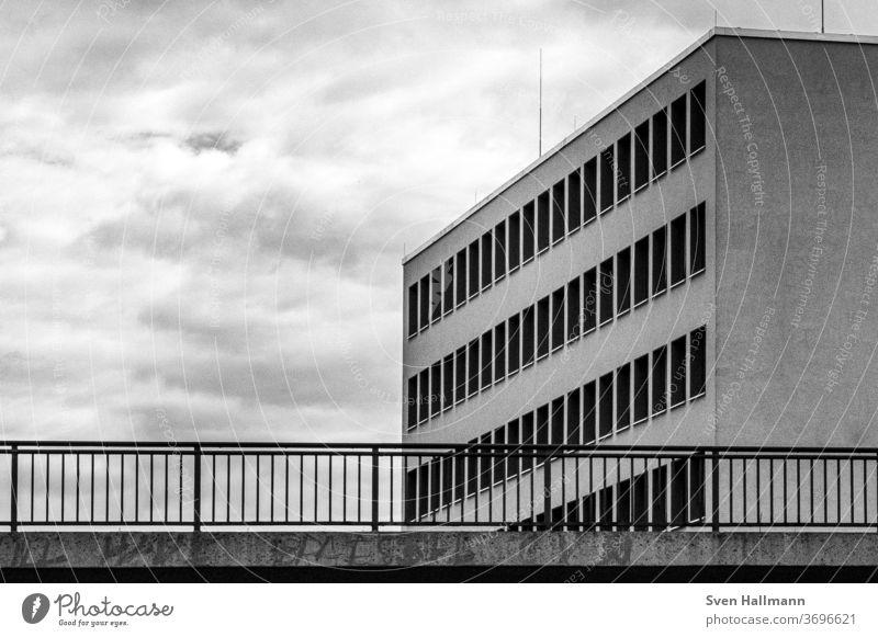 moderne Architektur Fassade Gebäude Design Licht ästhetisch Fenster Reflexion & Spiegelung Symmetrie minimalistisch elegant Linie Hochhaus Moderne Architektur