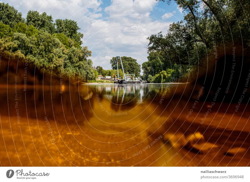 Altrhein Baden-Württemberg Verzerrung Glasscherbe Filter Umweltverschmutzung Farbfoto Müll Trockenheit Niedrigwasser Glasscheibe Natur Flussufer