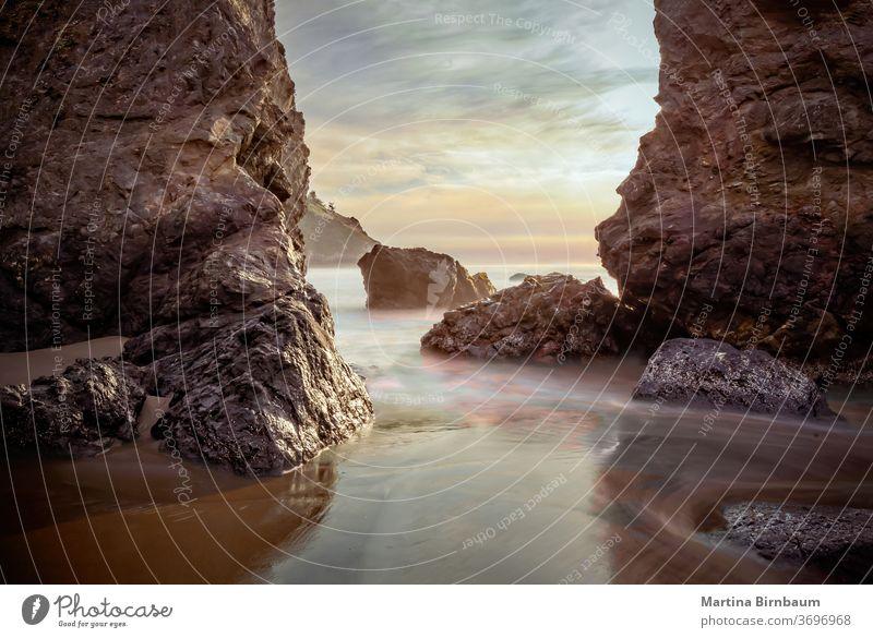 Felsen im Pazifischen Ozean bei Sonnenuntergang, Kalifornien. Lange Exposition Vorgewende Marin Belichtung lang Dämmerung pazifik reisen Strand im Freien MEER