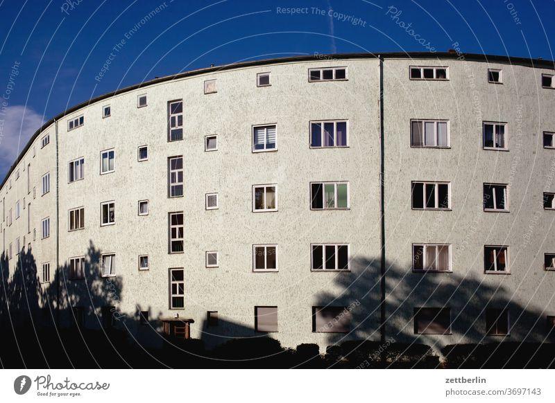 Siemensstadt Berlin architektur außen bauhaus bauhaussiedlung berlin city deutschland fassade fenster hauptstadt himmel himmelblau hochhaus mehrfamilienhaus