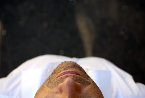 NaseMundKinn Gesicht Lippen Kopf Haut Dreitagebart Bart Barthaare Bartstoppel Oberkörper Hemd Wangen nasenflügel Mann Nahaufnahme Lifestyle Pflege Behaarung