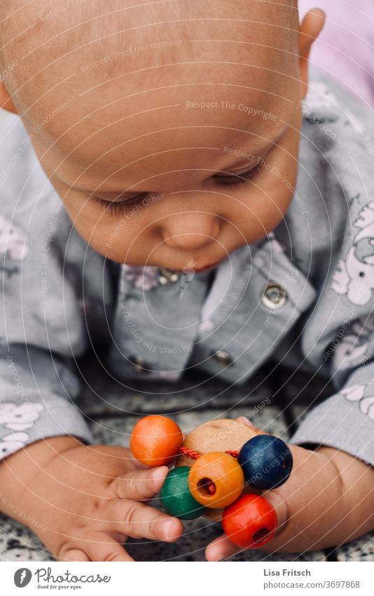 BABY - SPIELEN - ENTDECKEN entdecken Spielen Kindheit Neugier Erfahrung sammeln 0-12 Monate Jungen Spielzeug Holz natürlich achtsam Zukunft Baby Mensch