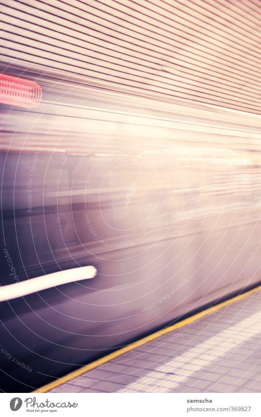 full speed Stadt Verkehr Verkehrsmittel Öffentlicher Personennahverkehr Schienenverkehr Bahnfahren U-Bahn Bahnsteig Ferien & Urlaub & Reisen Geschwindigkeit