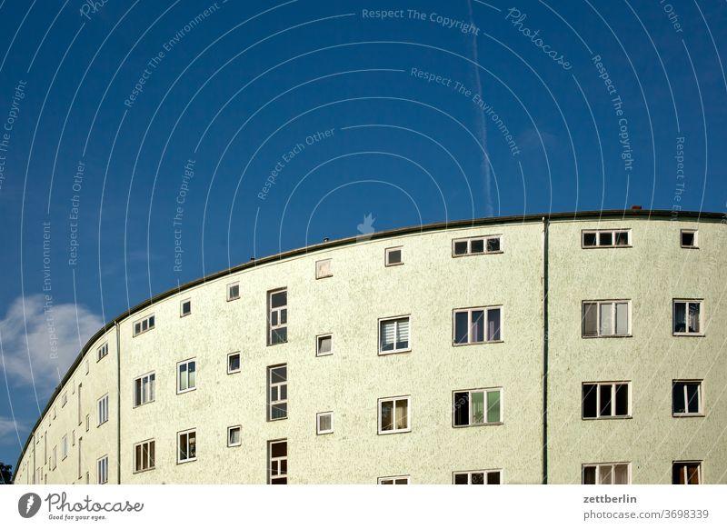 Siemensstadt in Berlin architektur außen bauhaus bauhaussiedlung berlin city deutschland fassade fenster hauptstadt himmel himmelblau hochhaus mehrfamilienhaus