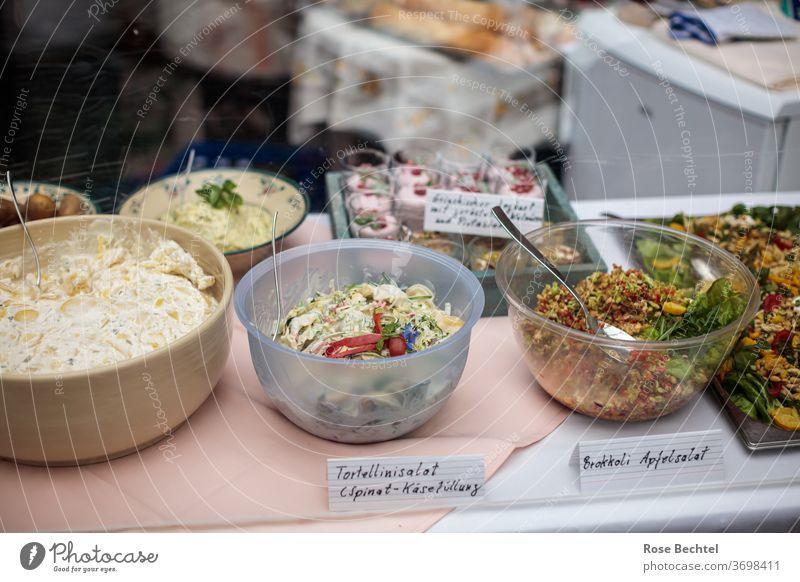 Speisen am Buffet Büffet Brunch Ernährung Lebensmittel Gesunde Ernährung Mittagessen Diät Vegetarische Ernährung Bioprodukte Farbfoto Salat Abendessen
