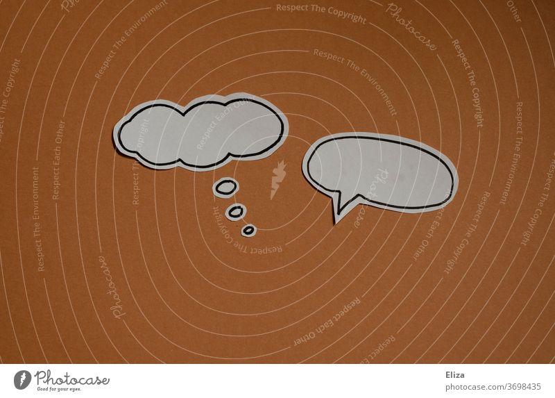 Gegensätze   Gedankenblase und Sprechblase auf braunem Hintergrund. Denken und Sprechen. Kommunikation. denken Gegensatz sagen und meinen unterschiedlich