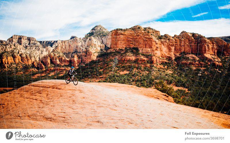 Mountainbike-Fahrten durch die wunderschöne rote Felsenlandschaft von Sedona, Arizona az roter Fels Land der roten Felsen Klippe Klippen Mountainbiking