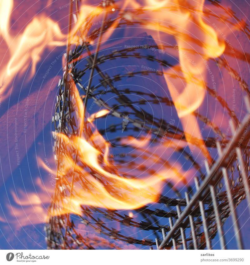 Heißes Eisen - nicht anpacken Zaun Stacheldraht Feuer brennen Absperrung einsperren Gefängnis Lager Verbot Brand Flamme Wärme gelb rot blau Gefahr Sicherheit