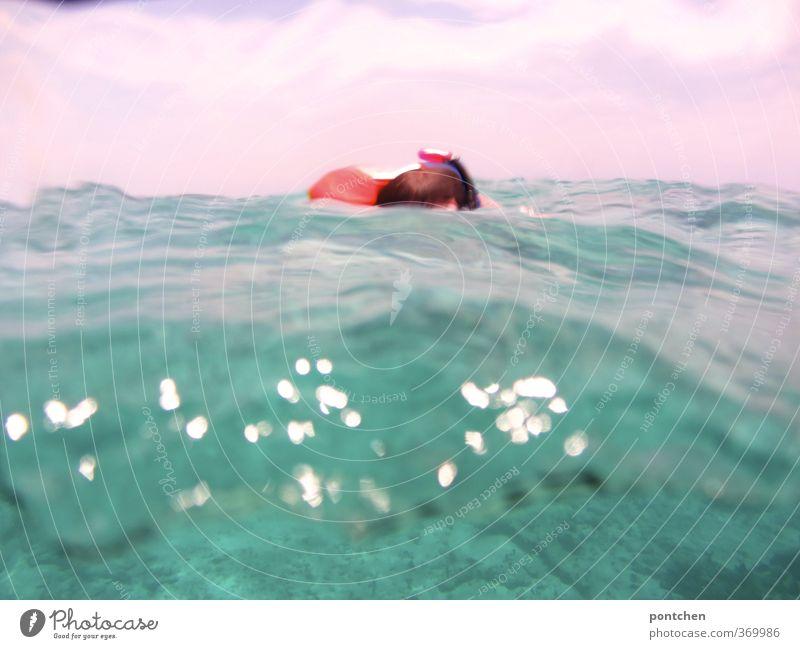 Wellen, Wasser. Schwimmer im Meer. Freude Freizeit & Hobby Schnorcheln Ferien & Urlaub & Reisen Tourismus Abenteuer Sommer Sommerurlaub Haare & Frisuren
