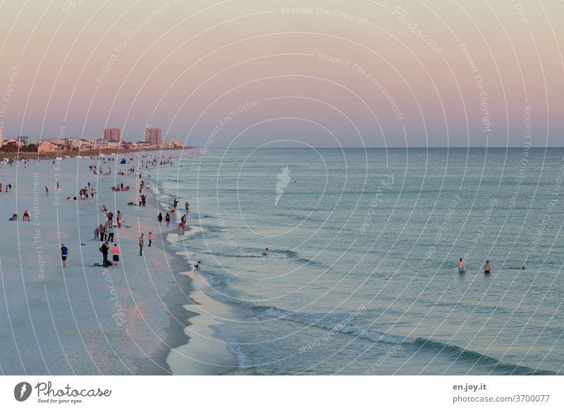 Strandleben in Florida Meer Horizont Skyline Menschen Abend Sonnenuntergang USA Amerika Nordamerika Ferien & Urlaub & Reisen Fernweh Tourismus