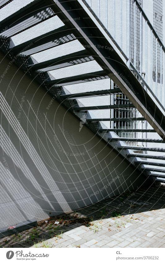 außentreppe Treppe stufen aussentreppe Metall Architektur Geländer aufwärts Treppengeländer Menschenleer Außenaufnahme Gebäude