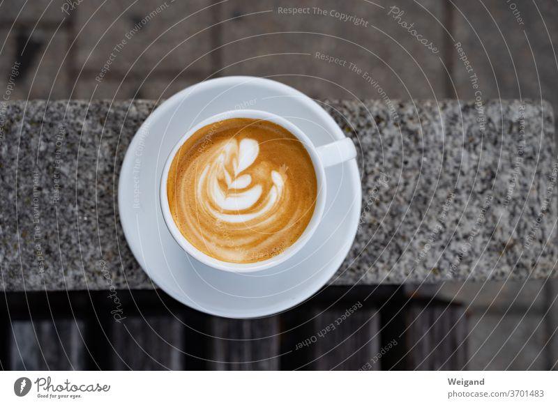 Cappuccino der Straße Ccappuccino Pause Kaffee Erholung Koffein lecker Crema Espresso Freizeit Samstag Markttag Tasse rund Sonntag Frühstück