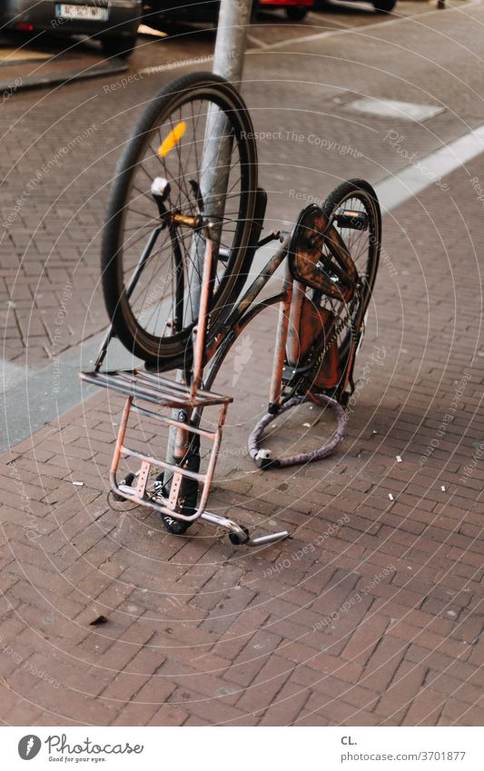 verkehrswende Fahrrad Verkehrswende Mobilität skurril Straße Wege & Pfade Fahrradfahren kaputt Verkehrsmittel Verkehrswege Straßenverkehr Rad Fahrradweg Tag