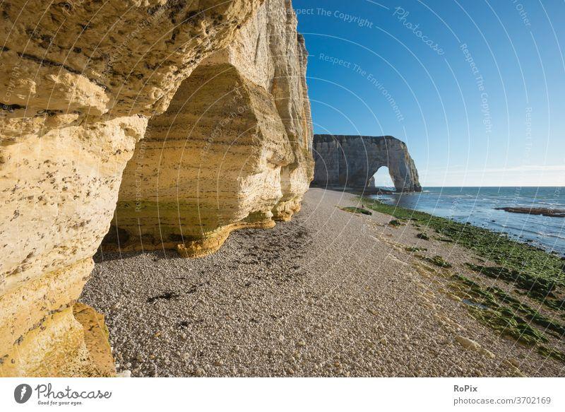Bucht in der Nähe von Etretat. Normandie Kanalküste Steilküste Meer Fels Stein Seegang Strand beach Küste sea Frankreich france Nordsee Ozean Sandstrand Urlaub