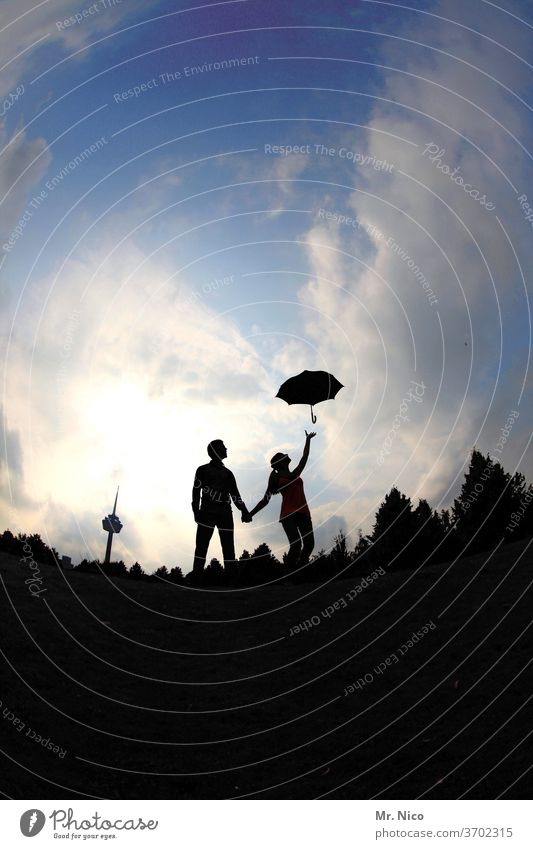 Mary Poppins & Bert Paar Regenschirm Silhouette Himmel Wolken Hand in Hand Fernsehturm Abheben Liebe Zusammensein Liebespaar Glück Partnerschaft Vertrauen
