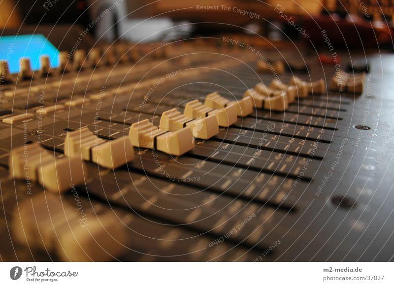 Mischpult Wärme Musik retro Technik & Technologie Medien Dienstleistungsgewerbe Werkstatt Radio Arbeitsplatz Musikmischpult Hardware Mittelstand